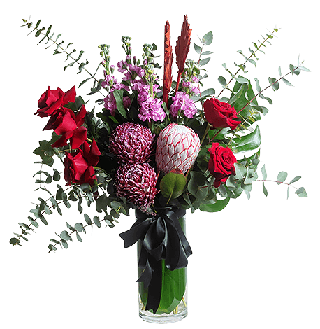 Classic Romantic flower arrangement in Signature size